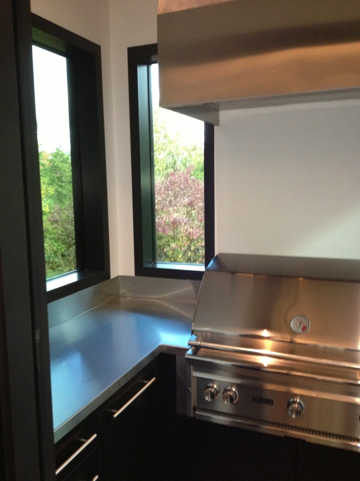 BBQ-room-with-copper-hood